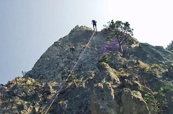 Abseilen an der Felswand bei Wien