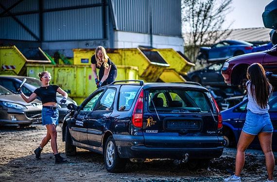 Auto zertrümmern für bis zu 5 Personen