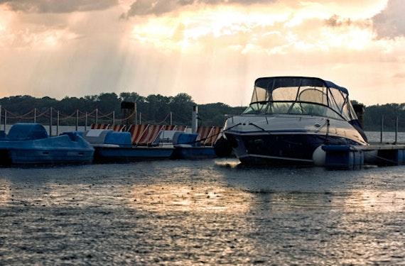 Bootfahren ohne Führerschein auf dem Müritzsee (1 Tag)