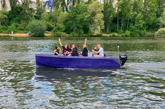 Family & Friends Bootstour Frankfurt für bis zu 8 Personen