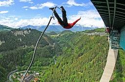 192 Meter Bungy-Sprung von der Europabrücke