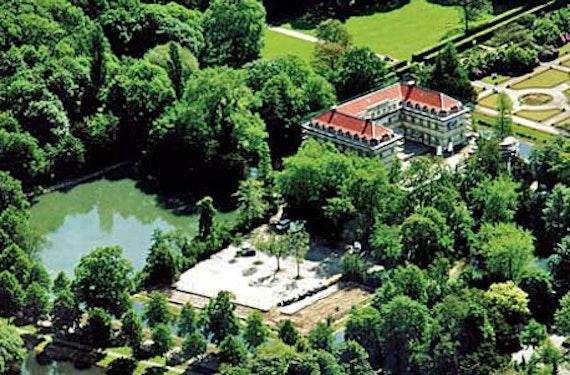 Dinner und Krimi-Show im Schloss Berge