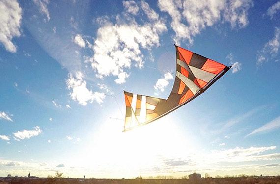 Lenk-Drachen fliegen in München