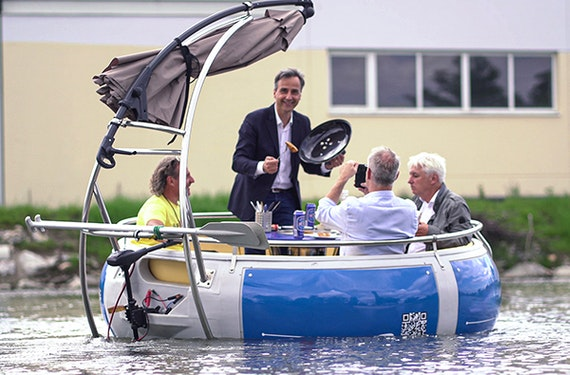 Elektroboot fahren und Brunchen in Graz