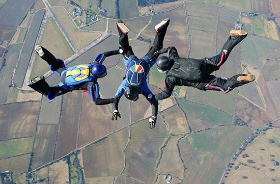 Fallschirm-Schnupperkurs mit Solo-Sprung
