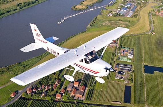 Familien-Rundflug über Hamburg für 3 Personen