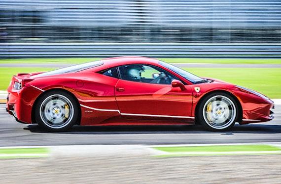Ferrari F458 auf dem Red Bull Ring fahren