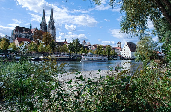Frühstück Regensburg und Walhalla Schiffsrundfahrt für 2