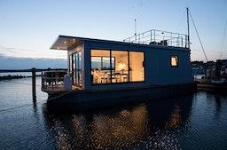 Übernachtung im kleinen Hausboot für 2