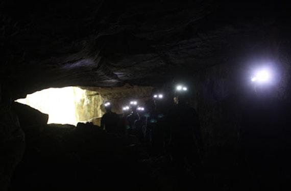 Trekking in der Wasserhöhle bei Reutlingen