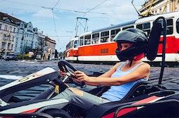 Kartfahren auf der Straße