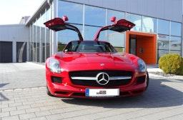 Mercedes SLS AMG Flügeltürer fahren