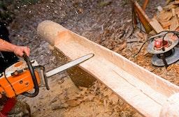 Möbel bauen aus einem Vollstamm bei Grabow