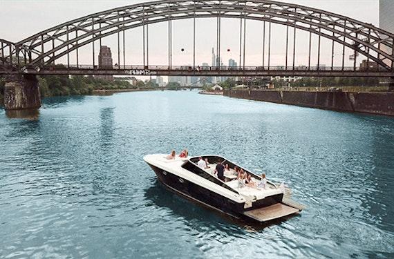 Motoryacht-Ausfahrt Frankfurt für bis zu 10 Personen