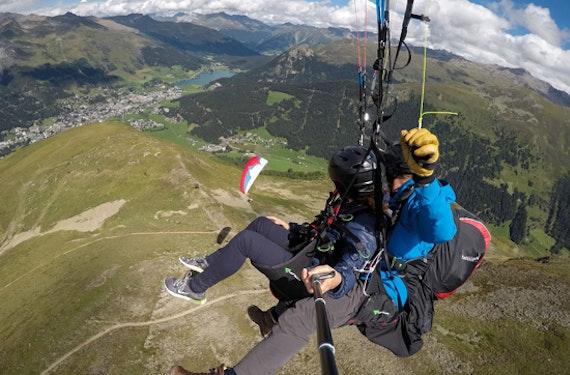 Pärchenflug mit 2 Gleitschirmen Schweiz