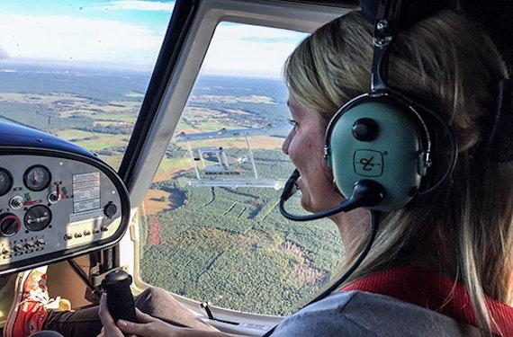 Pilot im Ultraleichtflugzeug