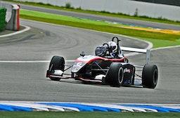 Rennfahrt im Formel-Doppelsitzer
