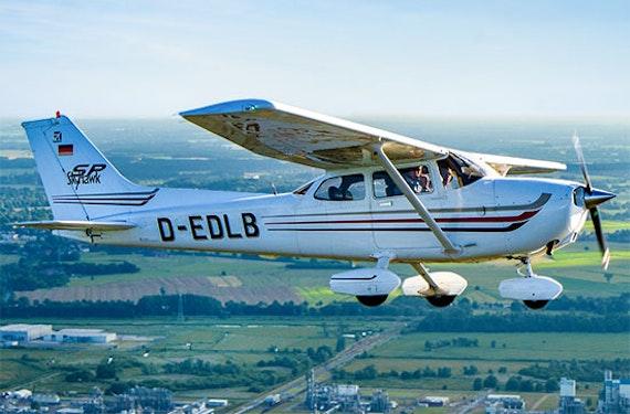 Cessna Rundflug & Candle Light Dinner Hamburg für 2