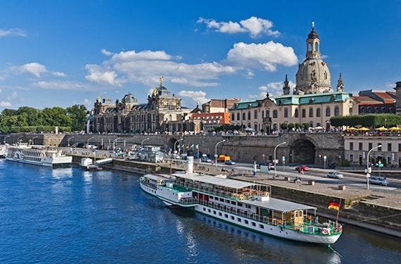Schiffsrundfahrt & Candle Light Dinner Dresden für 2