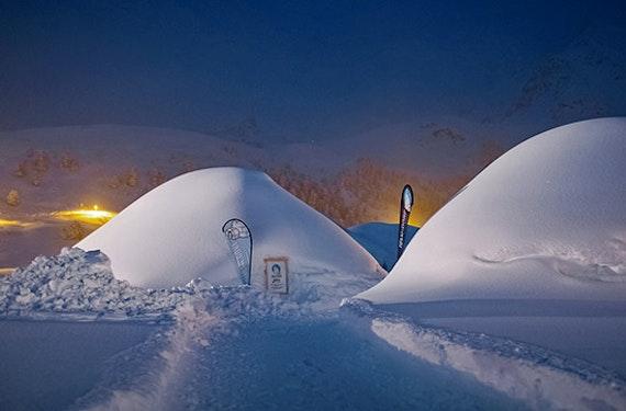 Besuch im Iglu-Dorf, Schneeschuhwanderung & Käsefondue für 2