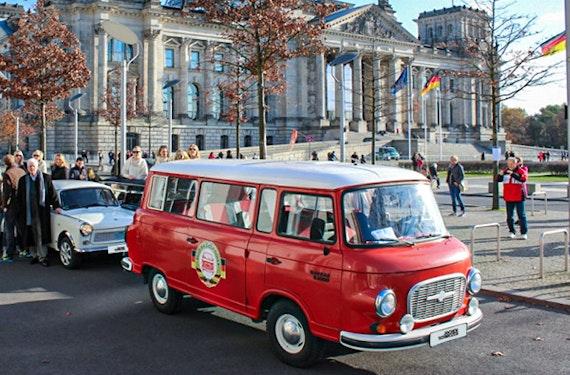 Stadtrundfahrt, Weltballon & Showdinner in Berlin für 2