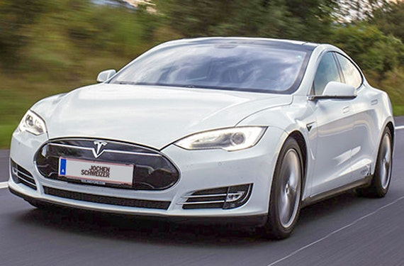 Tesla Model S P85 fahren Raum Spielberg (1 Std.)