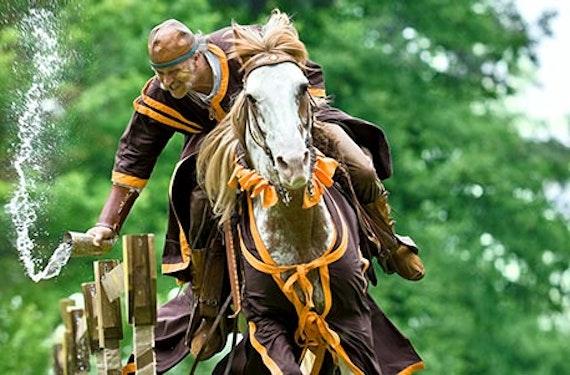 Mittelalterliches Turnierreiten