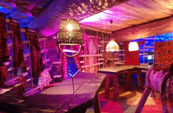 Übernachtung im Waldzelt & Dinner-Show für 2
