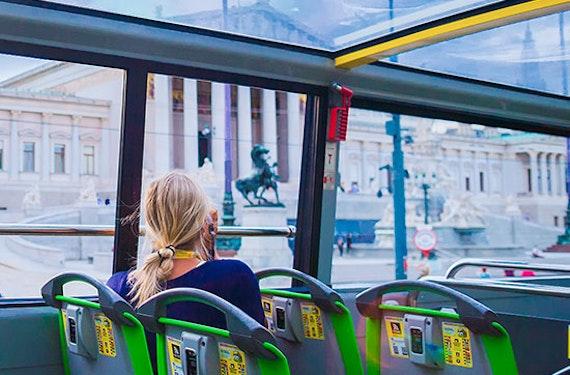 Kurztrip Wien mit Bootsfahrt und Hop-On Hop-Off Bus für 2 (2 Tage)