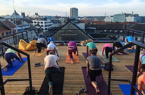 Yoga an spektakulären Orten in München