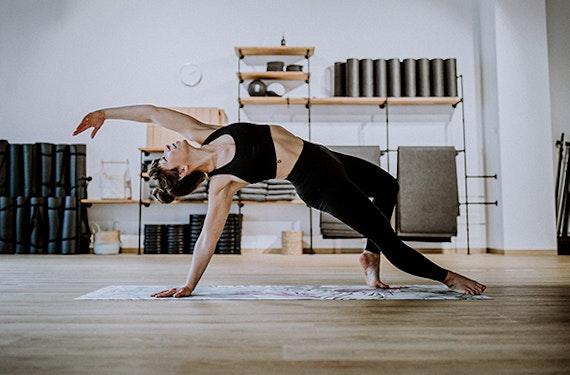 Online Easy Flow & Sweet Yin Yoga (60 Min.)